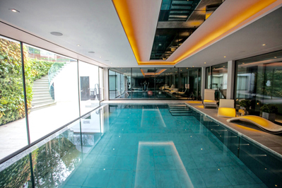 Swimming Pool with floor lowering.